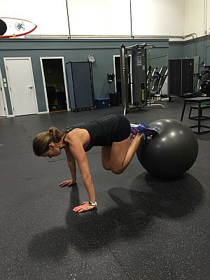 Training mit einem Gymnastikball